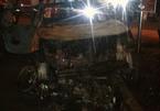 Tông vào xe cảnh sát, ôtô bán tải bốc cháy dữ dội