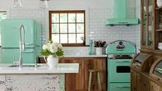 """Căn bếp màu xanh bạc hà như """"lạc trôi"""" từ nước Mỹ những năm 60s"""