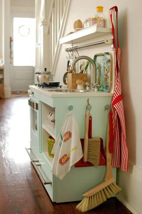 Căn bếp màu xanh bạc hà như 'lạc trôi' từ nước Mỹ những năm 60s