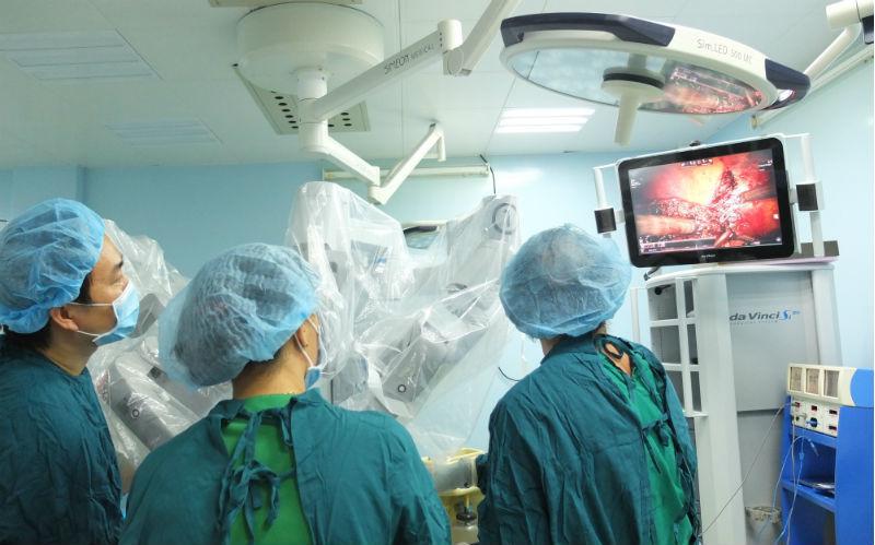 Người ung thư được lợi gì khi phẫu thuật robot?
