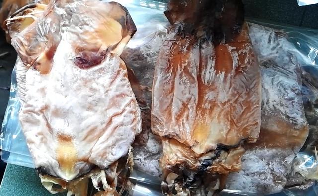 Thực hư thông tin mực giả làm bằng nhựa, đốt cháy như cao su