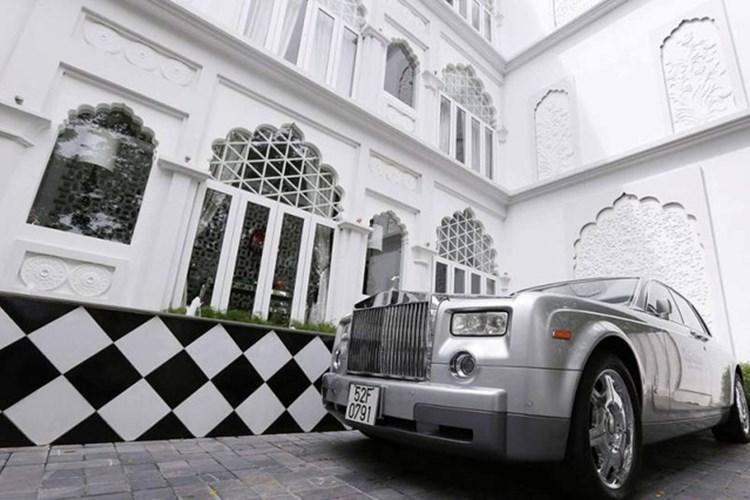 Bộ sưu tập xe 'khủng' chục tỷ gây choáng ngợp của ông chủ Khaisilk