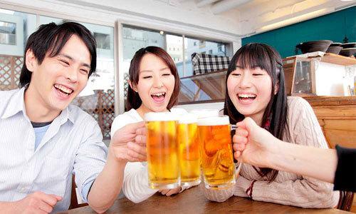 Nguy cơ viêm đại tràng vì rượu bia quá mức