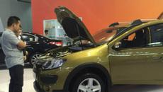 Mua ô tô thời xuống giá, khách hàng... đi đâu mà vội!