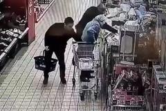 Dàn cảnh trộm sạch tiền của bà lão 87 tuổi trong siêu thị