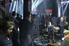 200 cảnh sát đột kích hàng loạt quán bar ở Sài Gòn