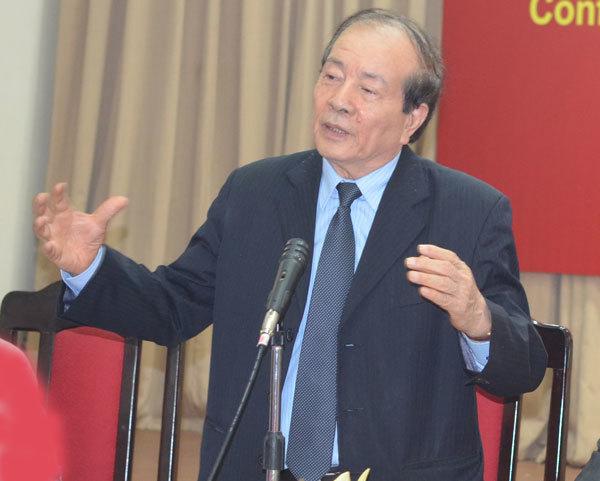 Nhà thơ Hữu Thỉnh phát biểu tại Hội thảo