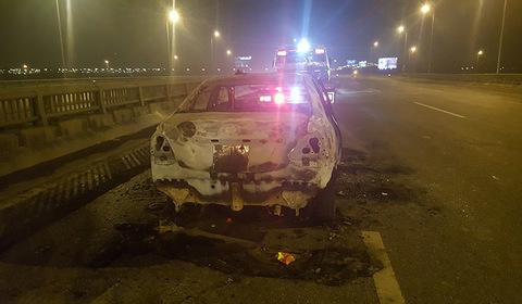 cháy xe trên cầu Thanh Trì