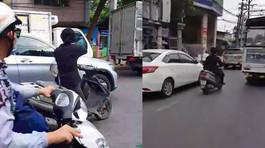 Clip nam thanh niên vác mã tấu chém xe trên đường khiến dân mạng sôi sục