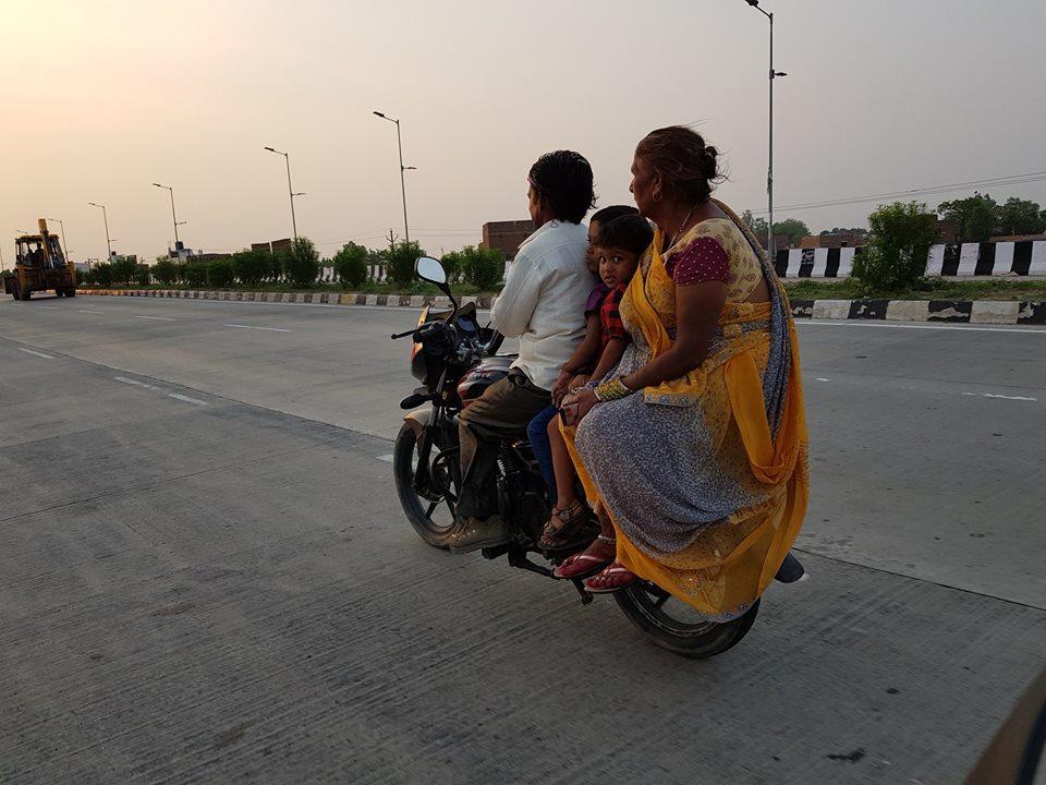 Chàng trai Tiền Giang đi xe máy từ Việt Nam đến Pháp