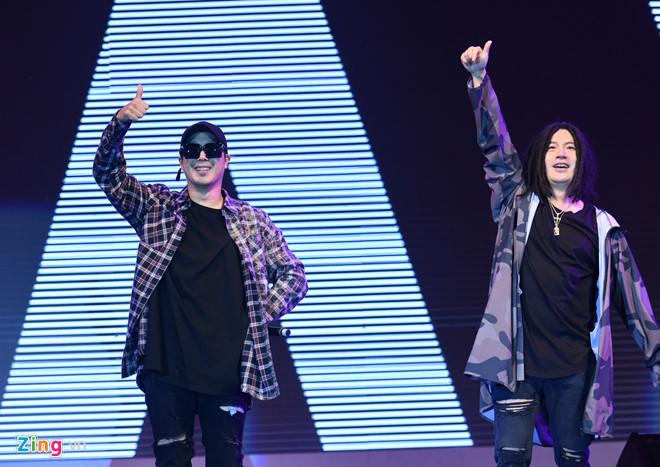 Lee Kwang Soo biểu diễn tại Việt Nam trước ngày cưới Song Joong Ki
