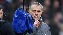 """Martial khoe """"bùa"""" giúp MU thắng, Mourinho hả hê"""