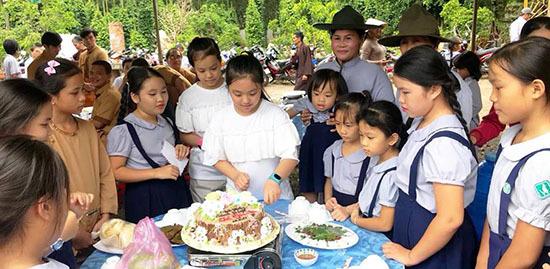 Huyền My không thể tin được thần tượng nổi tiếng Hàn Quốc mời dự tiệc