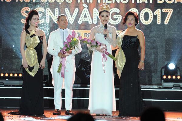 Hoa hậu Thu Ngân tiết lộ về chủ tịch CLB FLC Thanh Hoá
