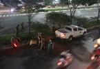 Người đàn ông chết trong tư thế treo cổ giữa phố Sài Gòn