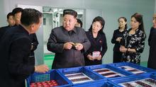 Kim Jong Un dẫn vợ, em gái thăm nhà máy mỹ phẩm