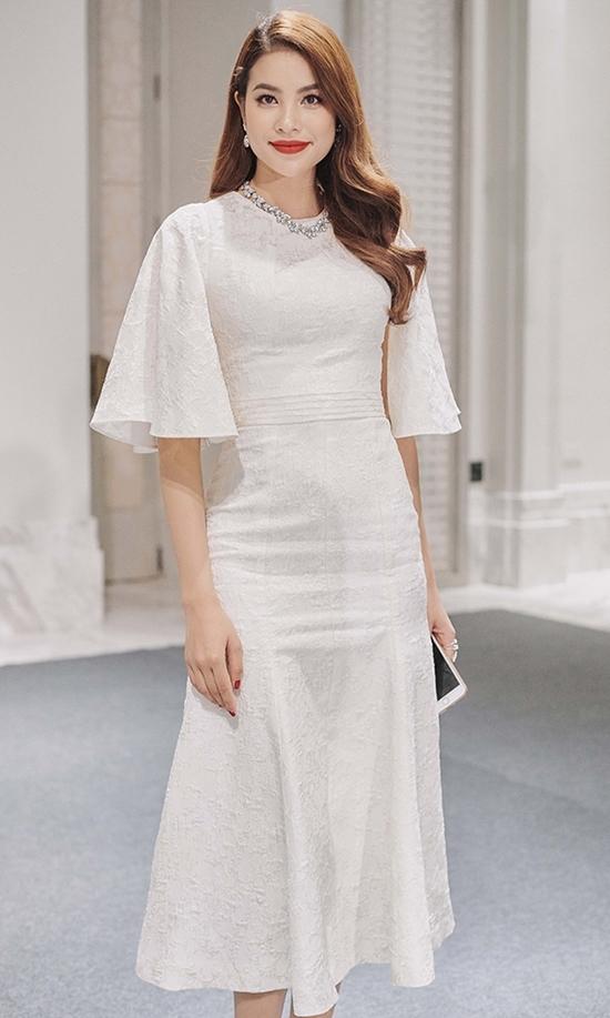 Lý Nhã Kỳ đầm xanh quyến rũ, Phạm Hương thanh lịch với váy trắng tinh khôi