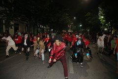 Halloween 2017: Bữa tiệc 'thây ma' trên phố đi bộ Hồ Gươm