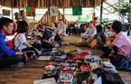 Chợ bán đồ người yêu cũ kỳ lạ ở Hà Nội