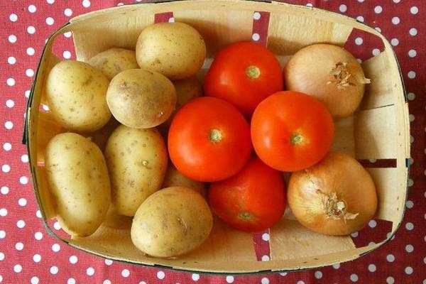 Những loại rau, quả tuyệt đối không thể bảo quản cùng nhau