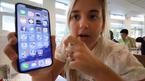 Con gái khoe iPhone X trước ngày lên kệ, cha làm tại Apple bị đuổi việc