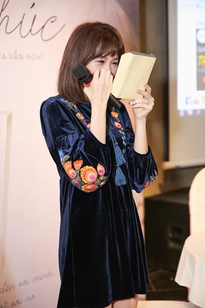 Hari Won khóc khi đọc thư của Trấn Thành