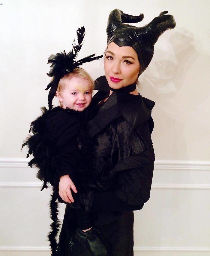 Loạt trang phục độc lạ mùa Halloween 2017 của cha mẹ và bé