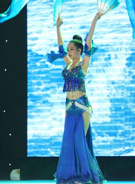 Hoa hậu Đại dương đang gây xôn xao là ai trước khi đăng quang?