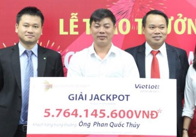 Người trúng jackpot của Vietlott kể chuyện chọn số 'thật như đùa'