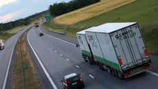 Những lưu ý khi di chuyển cùng xe tải, container