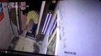 Cố ngăn thang máy bằng gạch lát sàn, người công nhân trả giá đắt