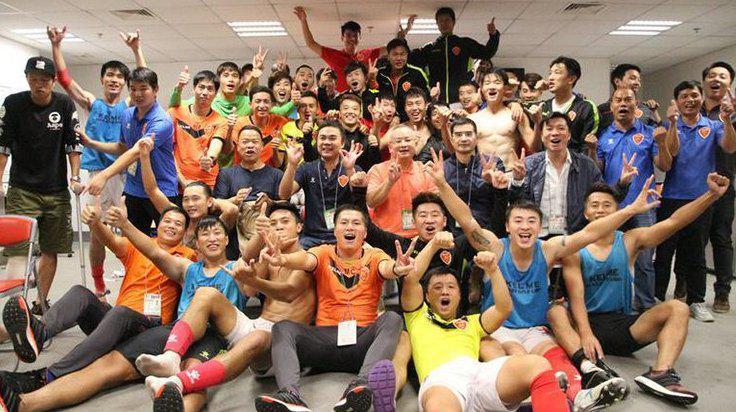 Thăng hạng, cầu thủ Trung Quốc nằm đè lên 'núi tiền' 90 tỷ