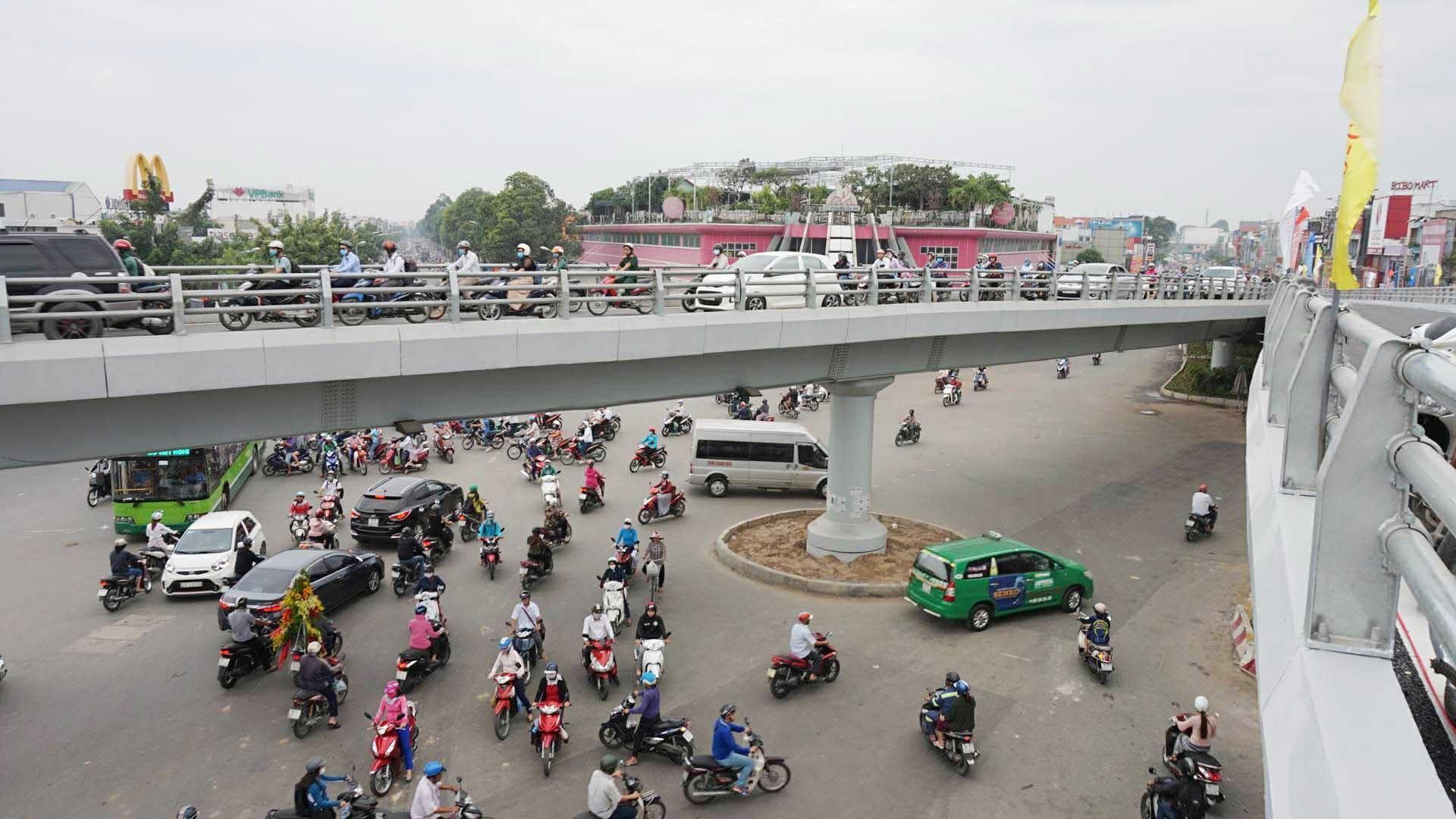 Khánh thành cầu vượt 400 tỷ, xóa 'điểm đen' ùn tắc ở Sài Gòn