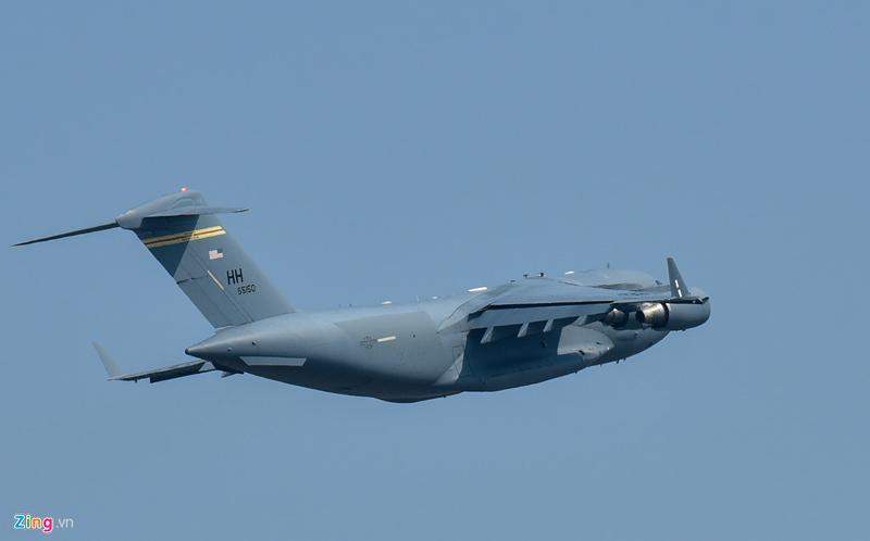 Tàu bay vận tải hạng nặng của Tổng thống Trump đến Nội Bài