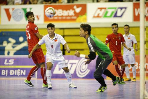 Đại thắng Myanmar, tuyển Việt Nam giữ vững ngôi đầu