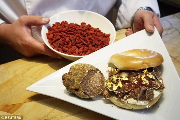 Ăn sáng chiếc bánh mỳ hết hơn 22 triệu, ngậm ngùi nhìn hóa đơn