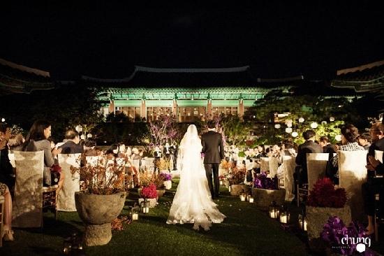 Nhộn nhịp đám cưới Song Joong Ki và Song Hye Kyo trước giờ G