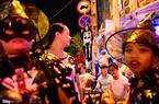 Giới trẻ đổ ra đường Sài Gòn đón Halloween