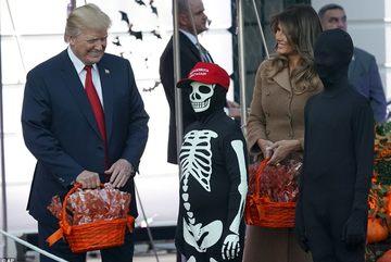 Ông Trump vui hết mình trong 'đại tiệc' Halloween