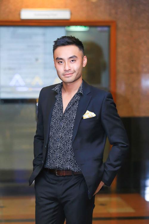 Dustin Phúc Nguyễn lịch lãm trong vai trò MC The Show
