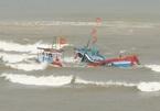 Sóng đánh chìm tàu, 2 người chết và mất tích