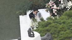 Song Joong Ki hôn Song Hye Kyo say đắm trong ngày cưới