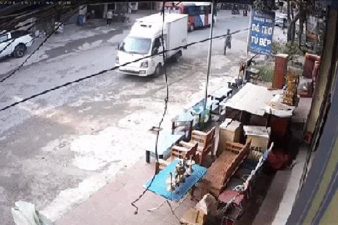 Tai nạn hy hữu: Quên khóa phanh, ô tô tải 'lạc trôi' xuống dốc
