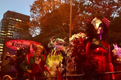 New York diễu hành Halloween vài giờ sau vụ khủng bố