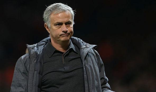 MU tranh nhau đá phạt đền, Mourinho cho Lukaku quê mặt