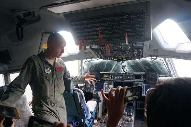 Bên trong 'Gã khổng lồ tiền trạm' của Tổng thống Mỹ vừa tới Việt Nam