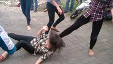 Dân mạng bức xúc chuyện cô gái bị đánh dã man vì... nhìn đểu
