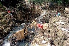 Cảnh khủng khiếp dưới chân cầu Long Biên