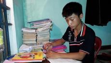 Khó khăn dồn dập, nam sinh nghèo học giỏi có nguy cơ bỏ học