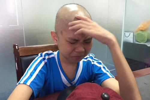 Cậu bé ung thư bật khóc mơ ước trở lại trường